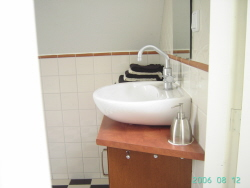 Wastafel-Badkamer2-Bed-and-Breakfast-Den-Bosch